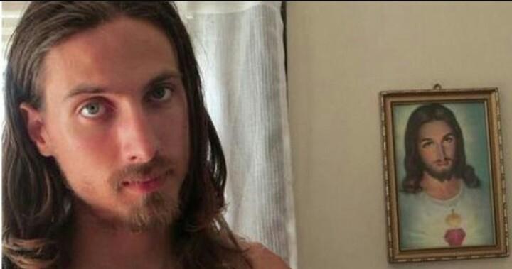 Homem gasta quase R$ 1 milhão para se parecer com Jesus