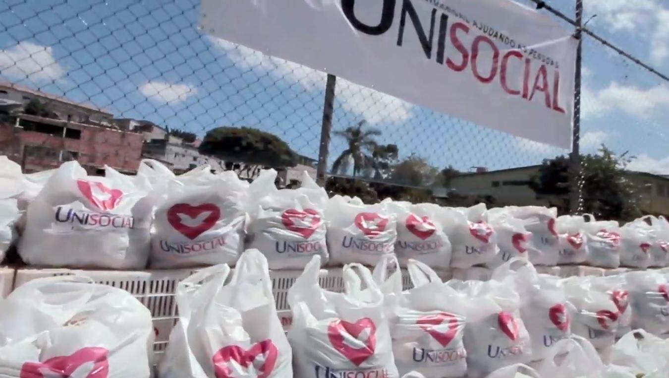 Universal doa alimentos às famílias necessitadas