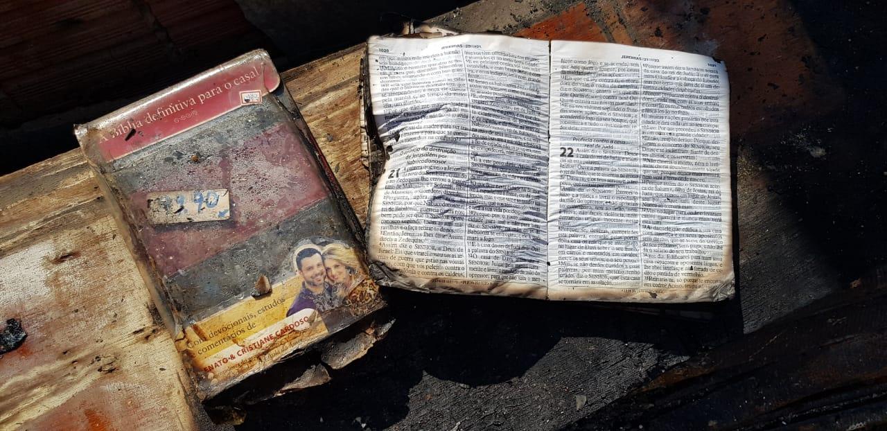 Bíblias resistem a incêndio gigantesco que destruiu Mercado Modelo em Limeira