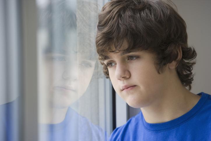 Crianças e adolescentes apresentam sintomas de ansiedade ou depressão na pandemia