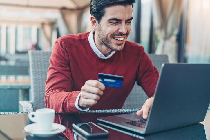Pesquisa revela que homens gastam mais do que mulheres