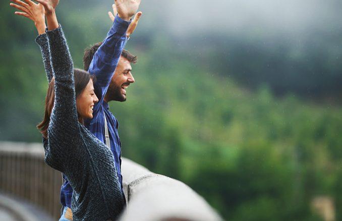 Pesquisa revela com que idade as pessoas costumam ser mais felizes