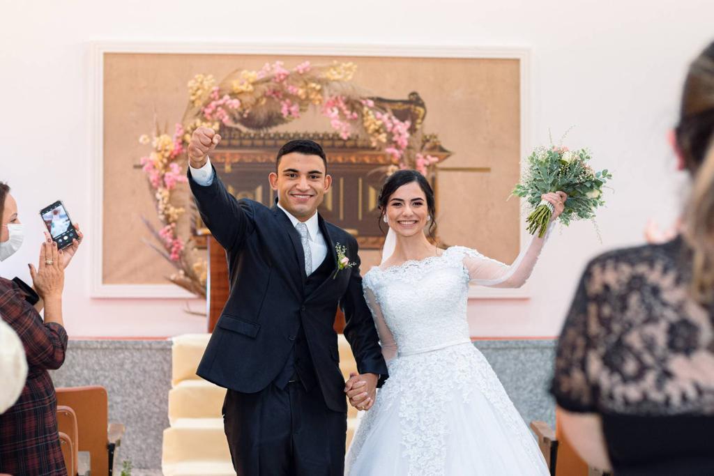 Casei na Universal: Pastor Isaac Chaves Lino e Ezabely Moreira Branco