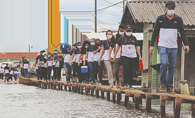 Voluntários realizam ação social em município castigado pela cheia dos rios no Amazonas