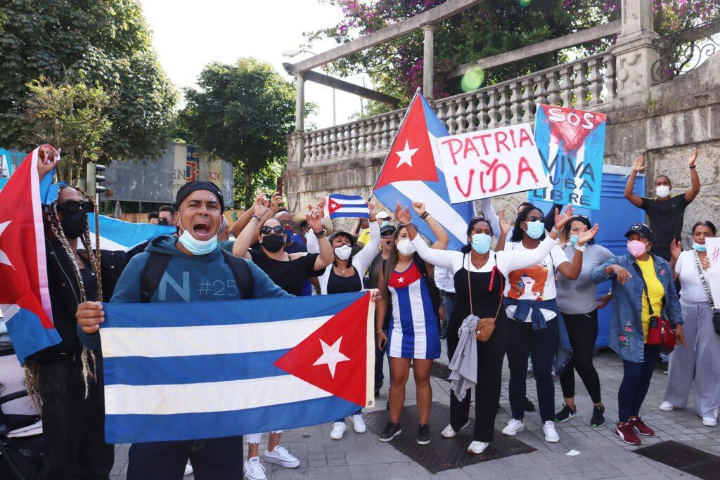 Cuba: Países se unem e repudiam reação covarde de ditadura aos manifestantes