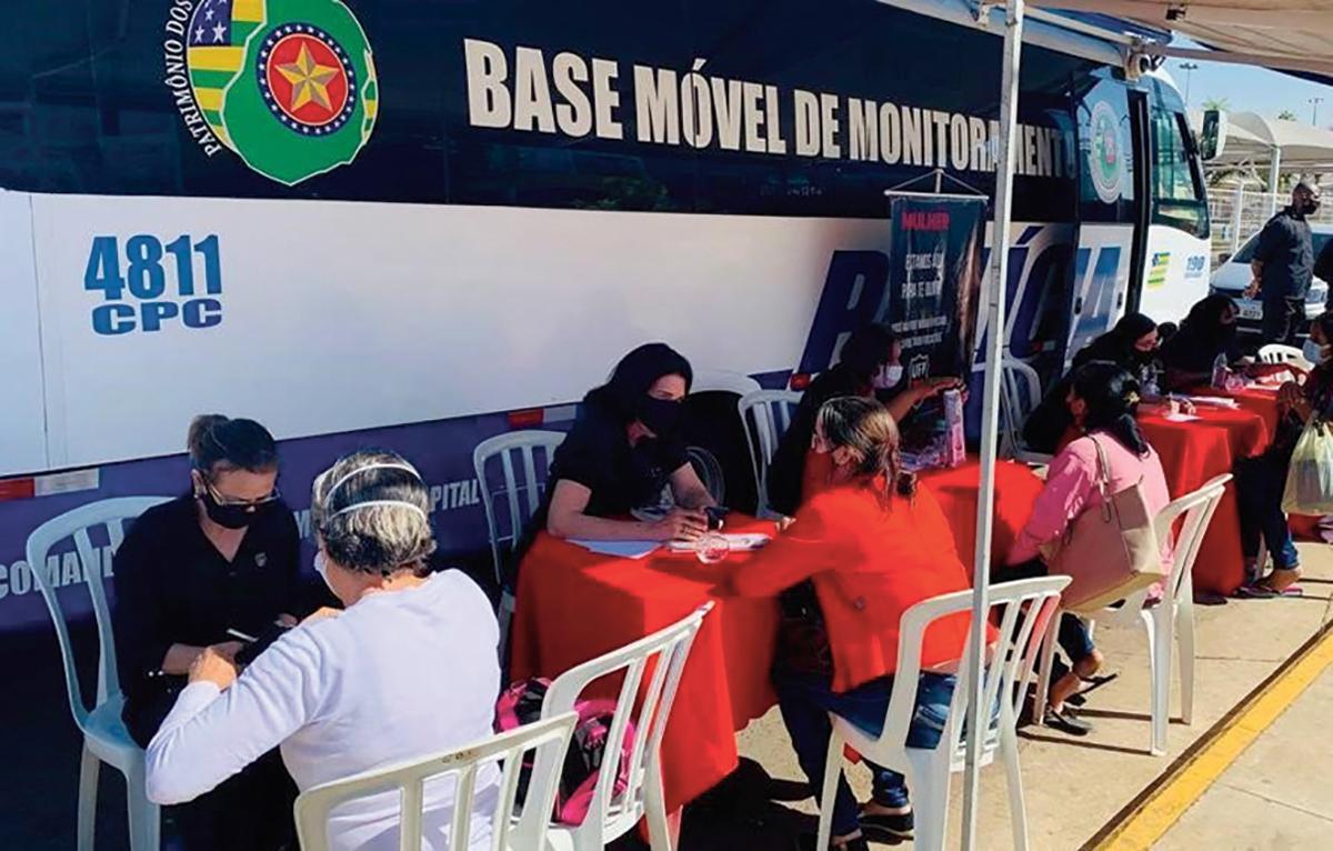 Em parceria com a PM de Goiás, voluntárias da UFP ajudam mulheres vítimas de violência