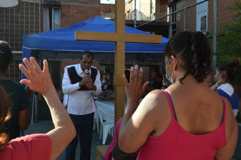 Aos pés da cruz para alcançar a vitória