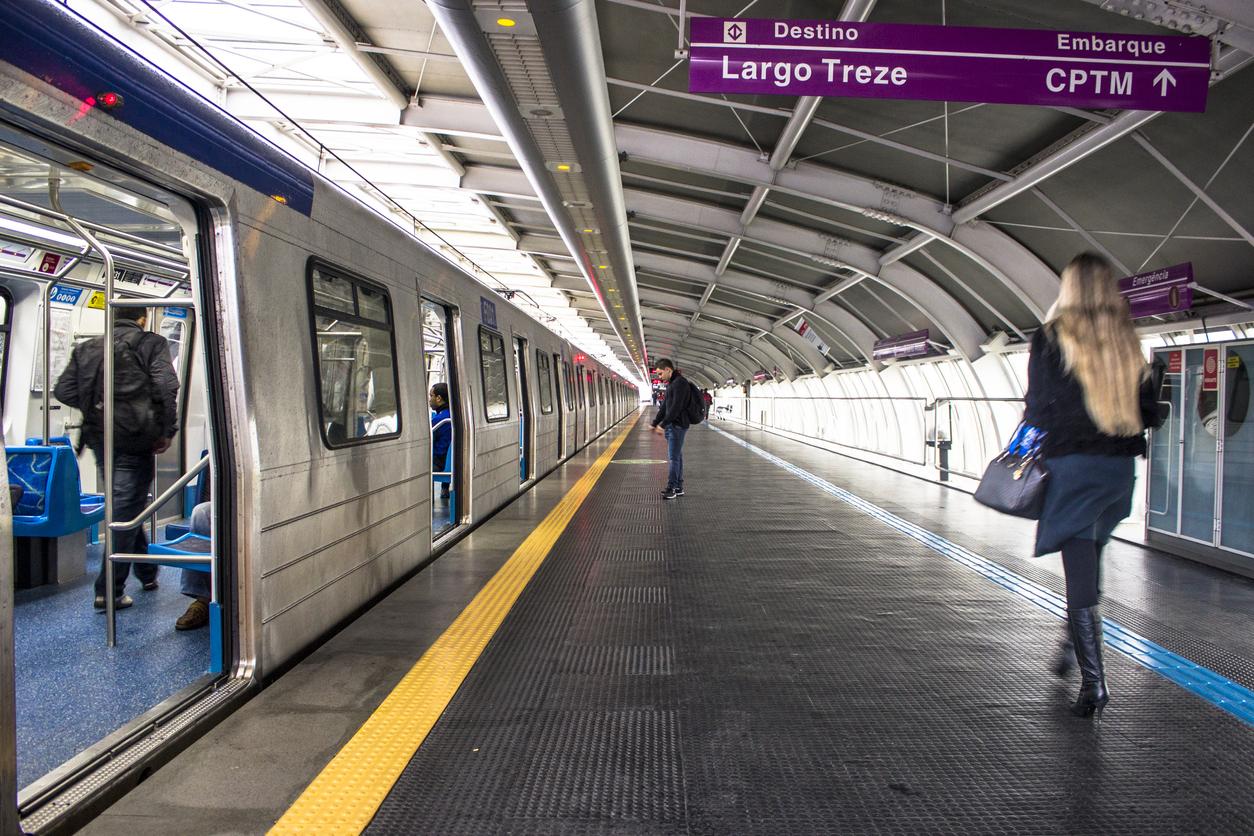 Cantinho do desabafo nas estações do metrô de São Paulo conscientiza pessoas sobre o suicídio