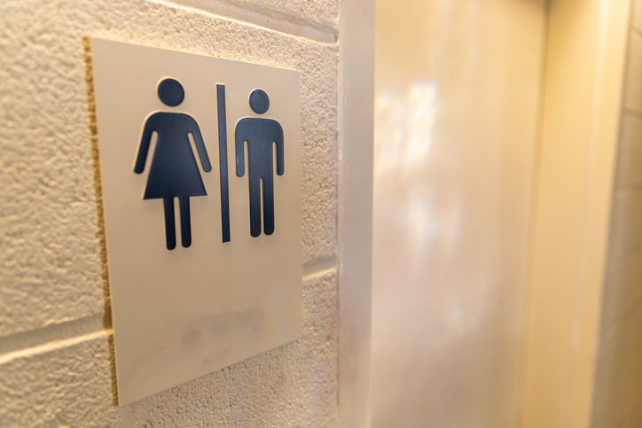 Multa para empresas e banheiros unissex: irresponsabilidade ou inclusão?