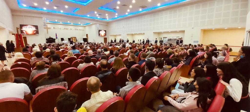 Na Rússia, Bispo Edir Macedo realiza Escola da Fé Inteligente