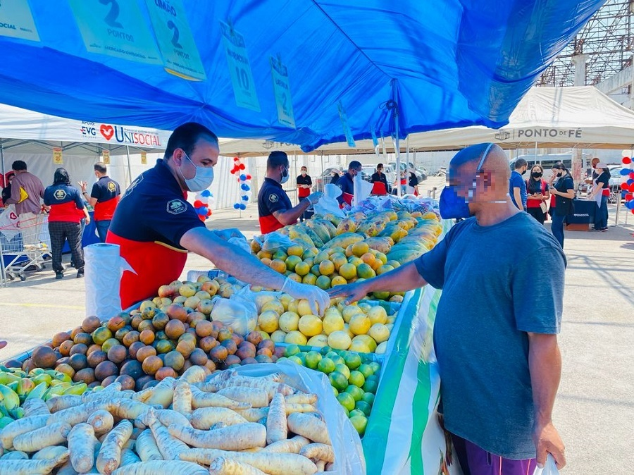 Ação social ajuda famílias que enfrentam dificuldades para comprar alimentos
